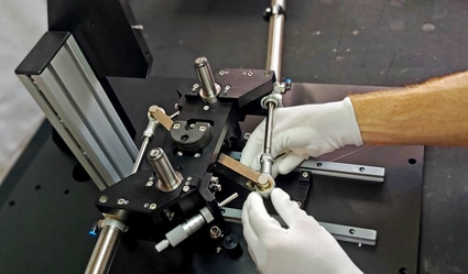 Le montage mécanique de précision